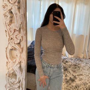 Aritzia Light Grey Long Sleeve Shirt